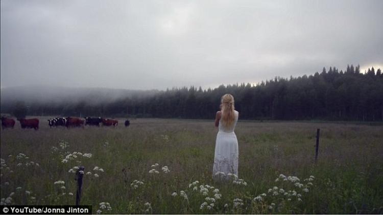生日那天她对着牛群唱了一首歌,结果震惊了所有人