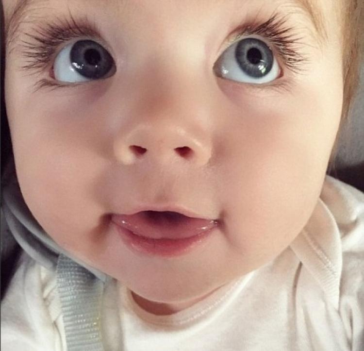 猜|这双漂亮大眼是哪位女明星的?