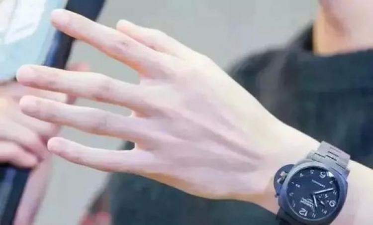 猜|哪只手是凯凯王的?