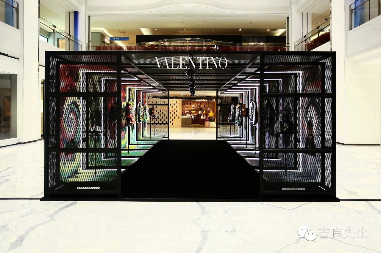Valentino办了一场扎染技艺的展览,原来千百年前的时髦如今也仍流行!