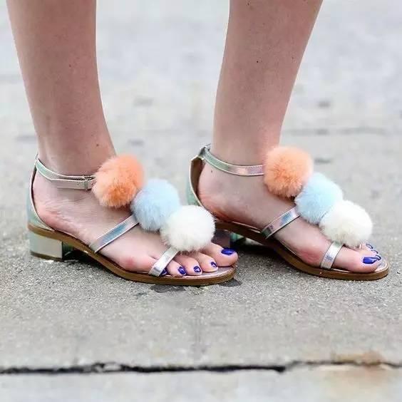 凉鞋款式太多选择困难症爆发选这5个元素就OK