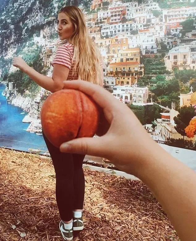 头上长磁铁,桃子当翘臀,想不到私照里的KarlieKloss是这样的画风!