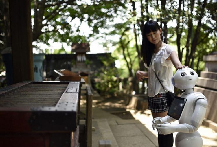 日本女孩和机器人生活两年,每天都像和男朋友约会