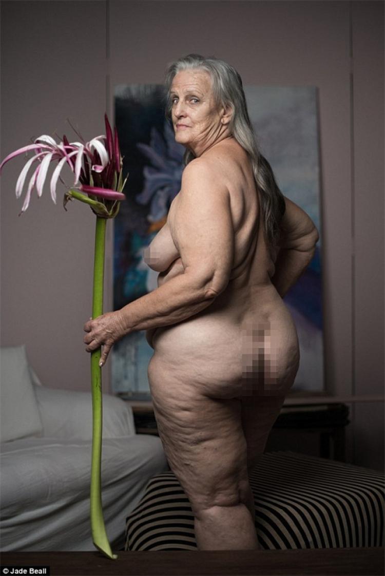 70岁的老夫老妻拍了组裸照,但真的很动人