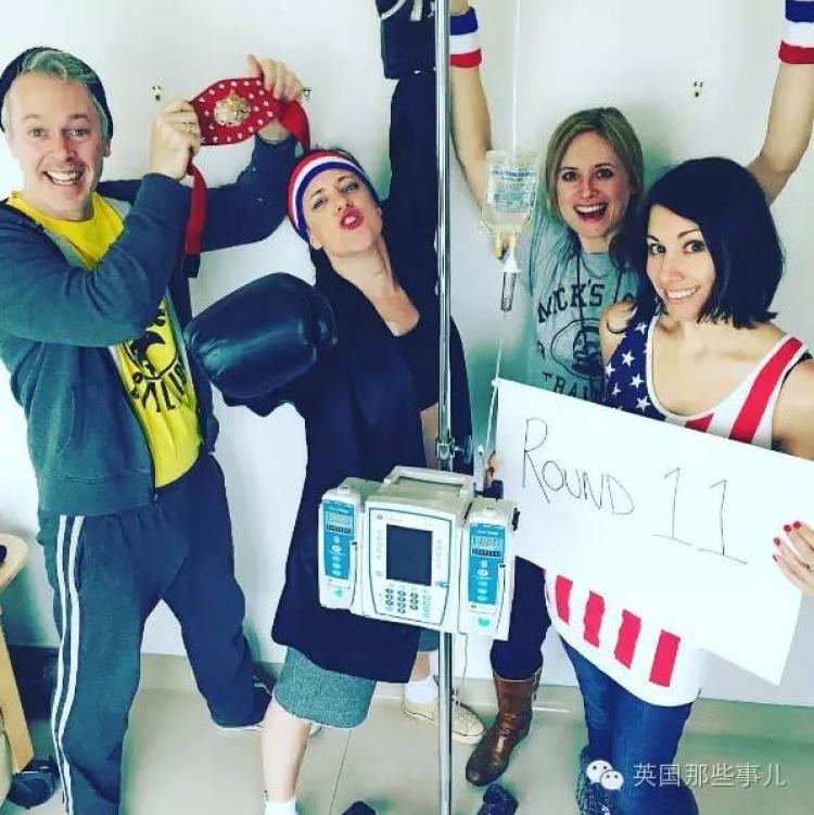 患上癌症,却把一次次化疗玩成了cosplay趴!这个妹纸的态度有点棒~
