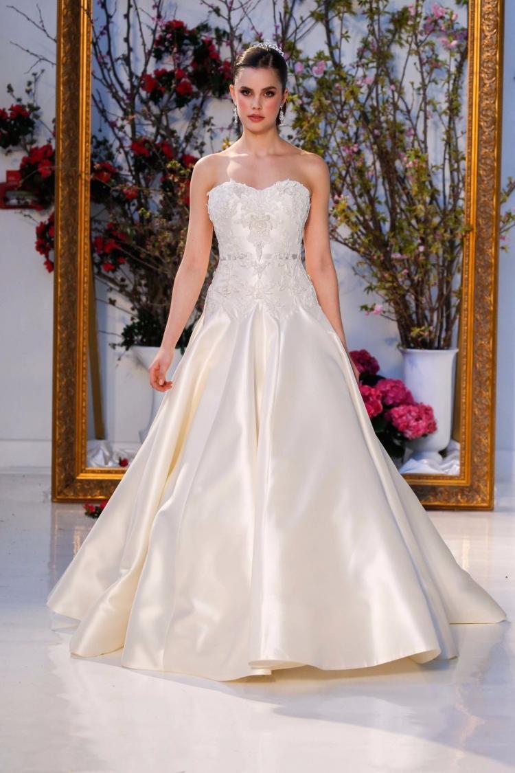 啥?范爷要给林心如选婚纱!其实我们能给她选的更好看!