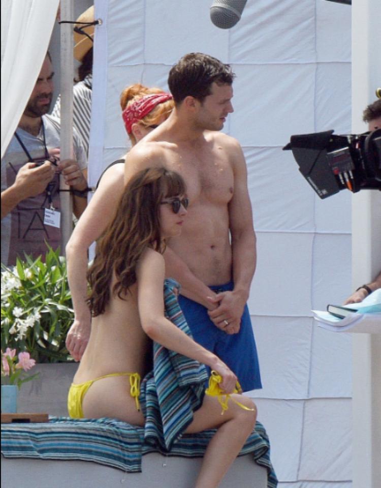 泳装激凸+沙滩大保健!《五十度飞》终于开秀情欲路透照