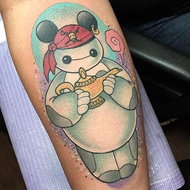 进迪士尼不让扮卡通你还可以来个迪士尼纹身啊