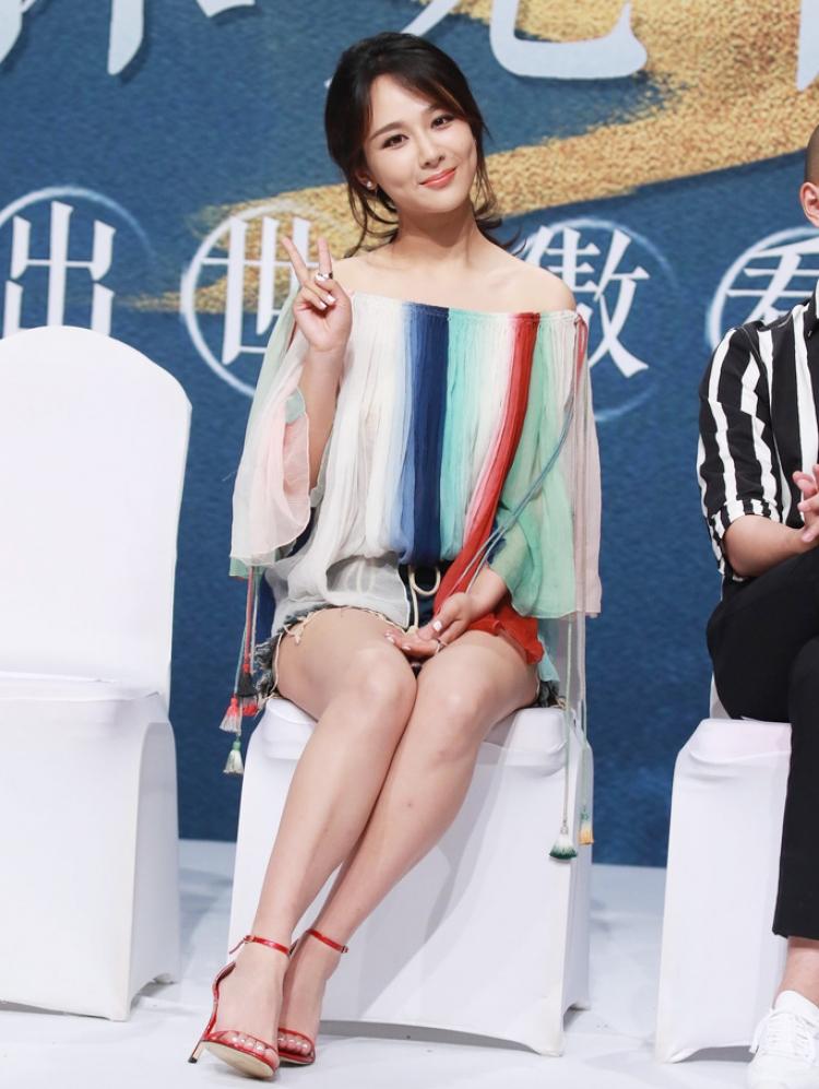 杨紫和刘亦菲太默契,衣服鞋子都要穿同款!