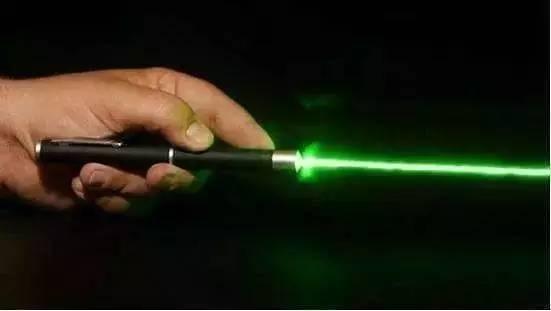 低功率的激光笔若照射到眼睛