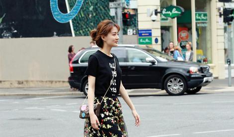 徐璐 行走在异国街头的慵懒少女