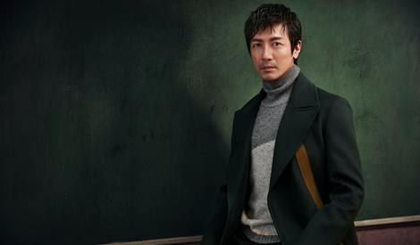 张鲁一时尚复古大片尽显成熟男人魅力