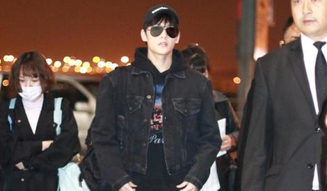 杨洋机场街拍 一身黑彰显帅气酷范儿