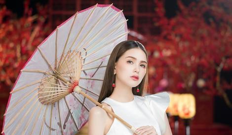昆凌代言写真 中国风古典美红唇诱人