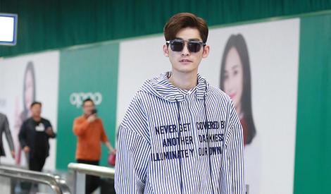 张翰机场街拍 魅力型男气质出众