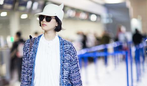 刘诗诗现身机场 展优雅人妻范儿