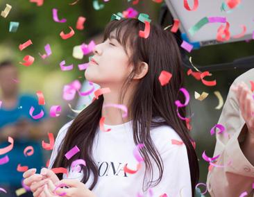 宋妍霏为新作首试齐刘海造型,搭档范世琦演绎青春爱情虐恋
