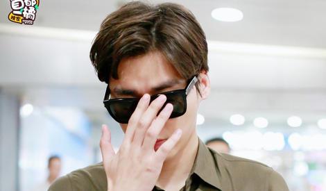 李易峰的手和他的颜一样,百看不厌!