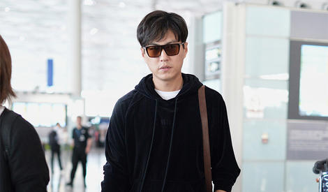 靳东大哥,求告知如何才能跟你一样帅!