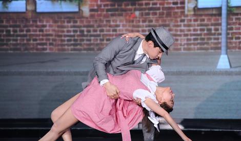 王霏霏Henry穿越百老汇 惊艳舞技我能看一年