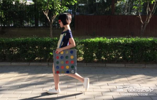 小萝莉李嫣和爸爸李亚鹏现身机场,11岁的她衣品就是大写的Fashion! -5955f9ac030f3