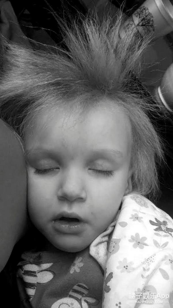 """她每天的头发都像""""起床头"""",这还真不是故意的... -5956094067dd6"""