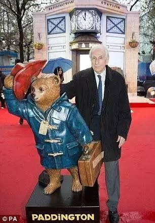 帕丁顿熊作者去世,这只秘鲁小熊温暖了一代代英国人的心...RIP -a435ab3f-68a0-4c16-aed0-b2215d9aa110.jpeg!ac1