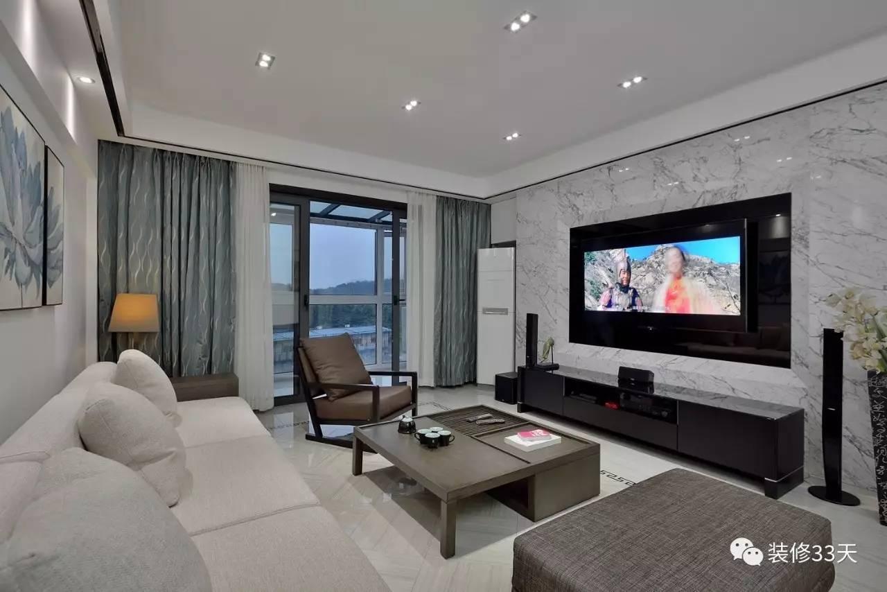 大理石的电视机背景墙,简约大气,留出空调位置,让动线更佳