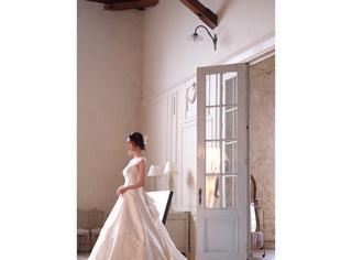 佐佐木希instagram更新,新娘装广告拍摄显高贵