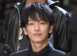 《亚人》真人电影9月30日上映,佐藤健出席披露试写会满脸笑容