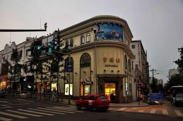 青岛的中山路指的是一条有着百年历史,闻名全国的商业街,曾经是青岛的