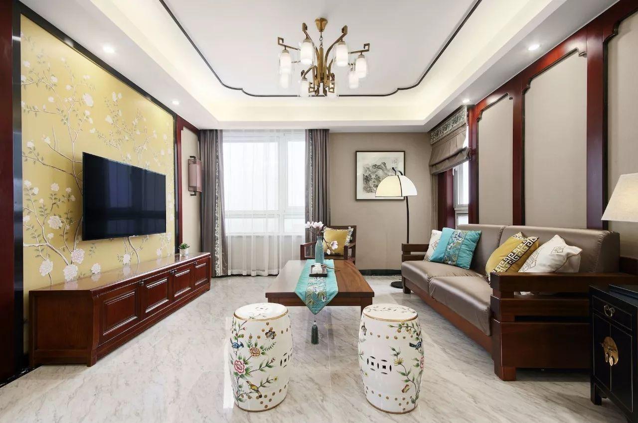 墙纸或者墙布,很适合中式或美式风格,可以定制各种图案,质感温和细腻图片