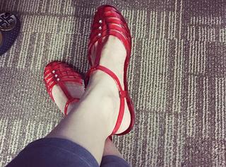15个买家秀证明回力凉鞋才是果冻鞋里的时髦鼻祖