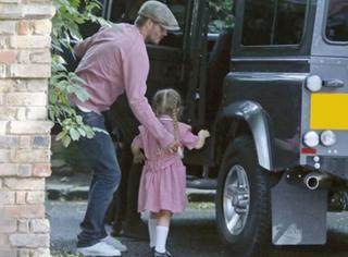 有爱瞬间|小贝花式宠小七,爱她就陪她一起穿粉红色!