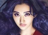 她是郑爽同学超级大美女,背景成谜屡传被包养,受众星宠爱却不红