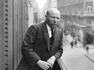 他的一个念头,记录下了100年前的全世界