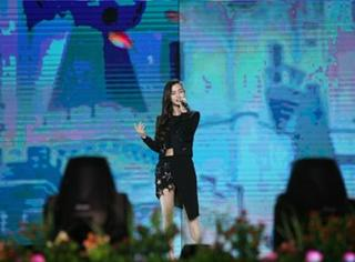 夫妻站两台,黄晓明在北京唱rap,baby在深圳唱情歌