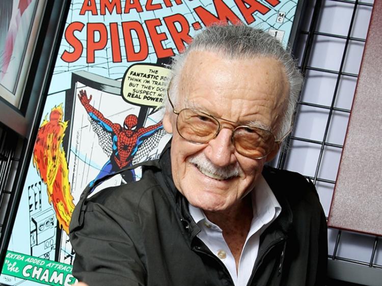 93岁的他曾创造出蜘蛛侠,现在却因视力下降无法阅读自己的漫画书...