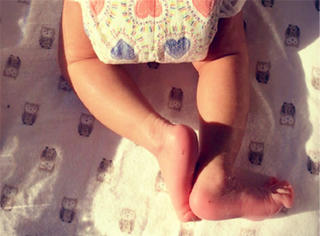 【快讯】章子怡汪峰女儿满月了,小肉腿好可爱,可名字竟然叫...