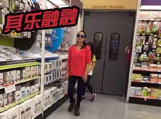 不care前妻葛荟婕的隔空骂战,汪峰带着老婆女儿逛超市