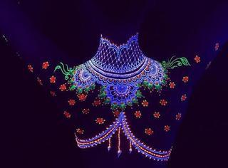 最炫不过印度风,这夜光纹身能让你魔幻好几天!