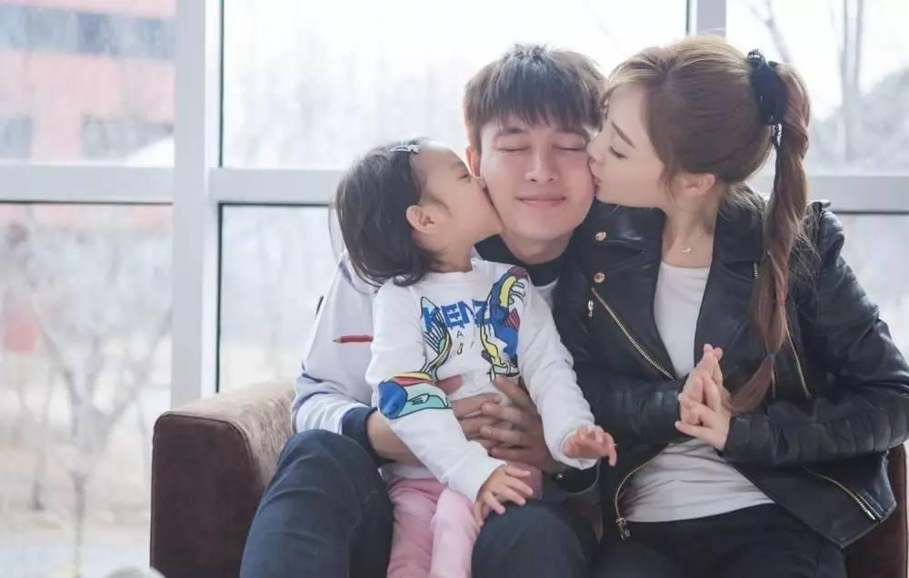 李小璐因为甜馨不想再怀二胎,而刘青云不让老婆怀孕生孩子的理由萌翻了!