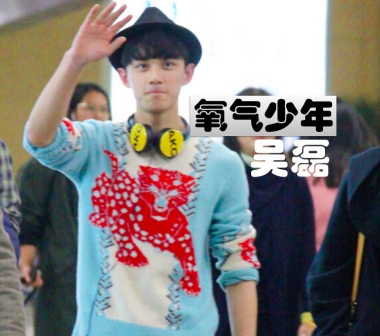 吴磊造型回归氧气少年,只因穿了这件Gucci美洲豹印花针织衫!