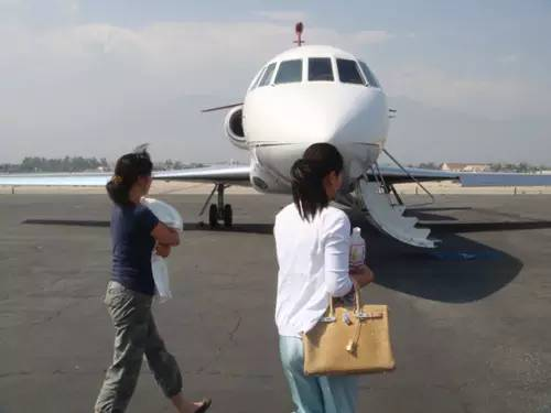 赵本山、成龙、范冰冰…这些明星私人飞机价格惊人!第一竟然是...