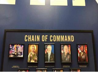 美军已经开始恶搞新总统了,川普表示这PS效果不错