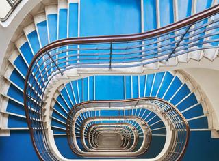 布达佩斯时光机器,连接过去和未来的十家大饭店旋梯设计
