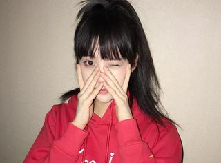 剪了空气刘海的欧阳娜娜更俏皮了!穿上姐姐的潮牌竟然还有点帅!
