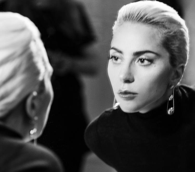 Lady Gaga一定有超能力!不然怎能同时驾驭drama与优雅两种style!