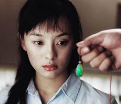 她是赵丽颖的情敌、算计唐嫣、欺负baby ,连琼瑶张艺谋都不放在眼里!