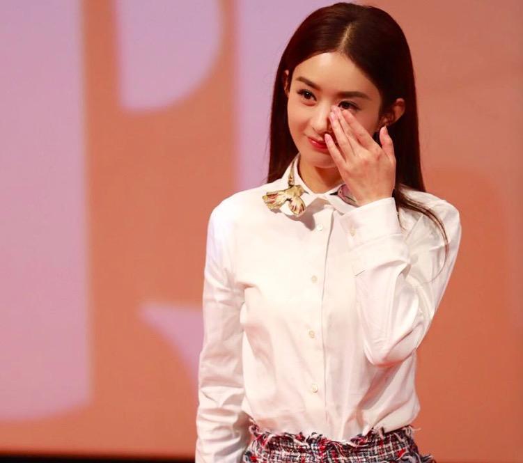 """穿上白衬衫和小白鞋的赵丽颖,简直就是最美的治愈系""""初恋女孩""""!"""
